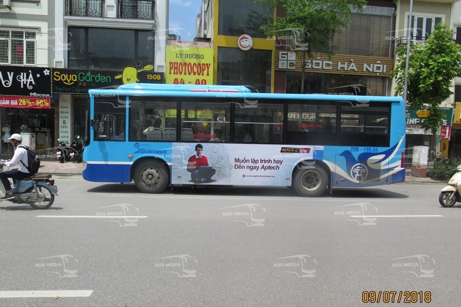 FPT Aptech và FPT Arena quảng cáo trên xe buýt