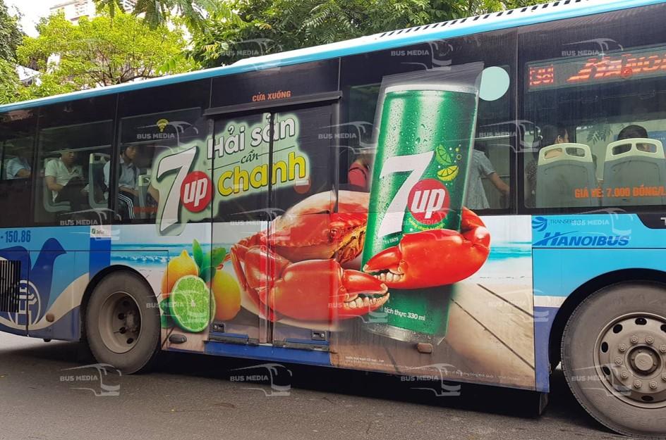 quảng cáo dán tràn kính xe buýt