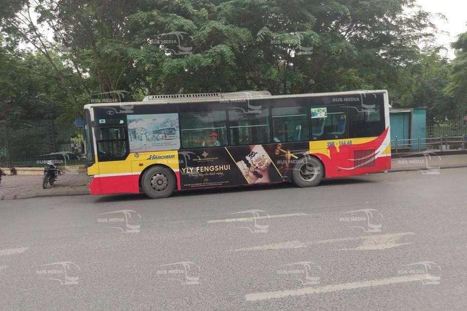 Đồ phong thủy Yly Fengshui quảng cáo trên xe buýt