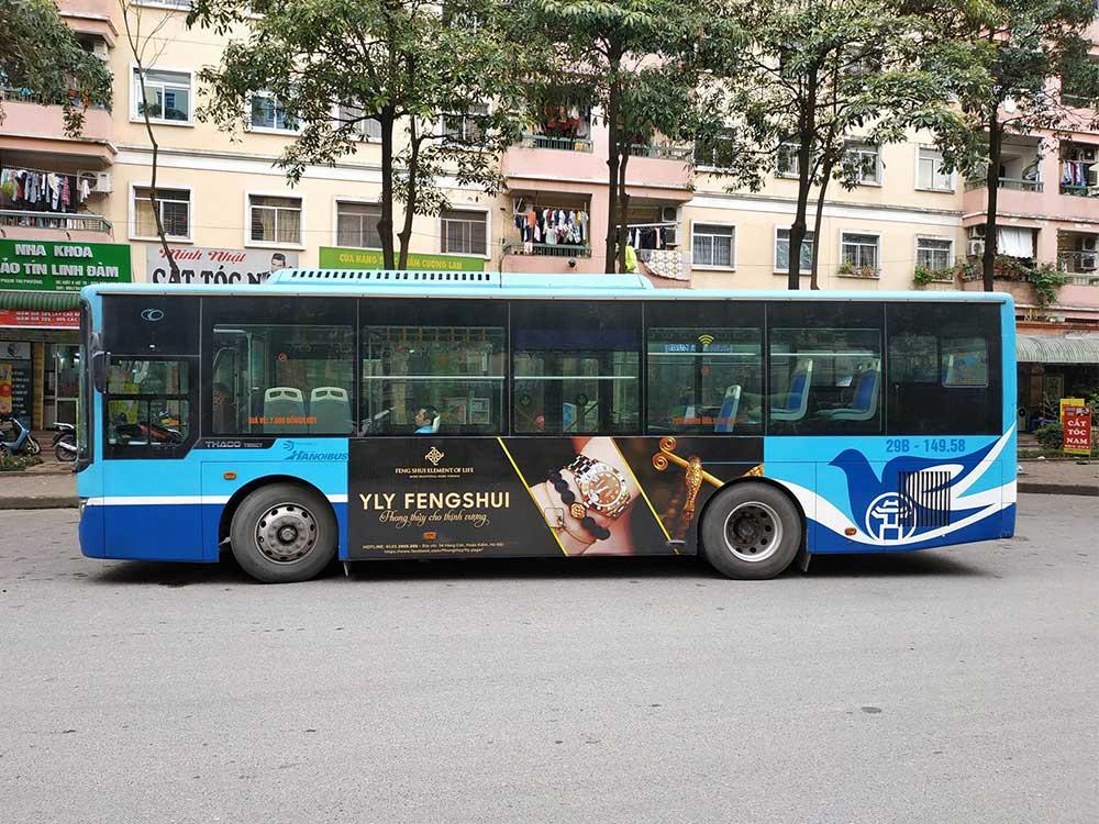 chiến dịch quảng cáo trên xe buýt của yly fengsui